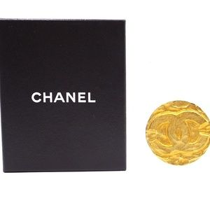 0610d068143b CHANEL. Cc Hammered Hardware Brooch Pin Charm